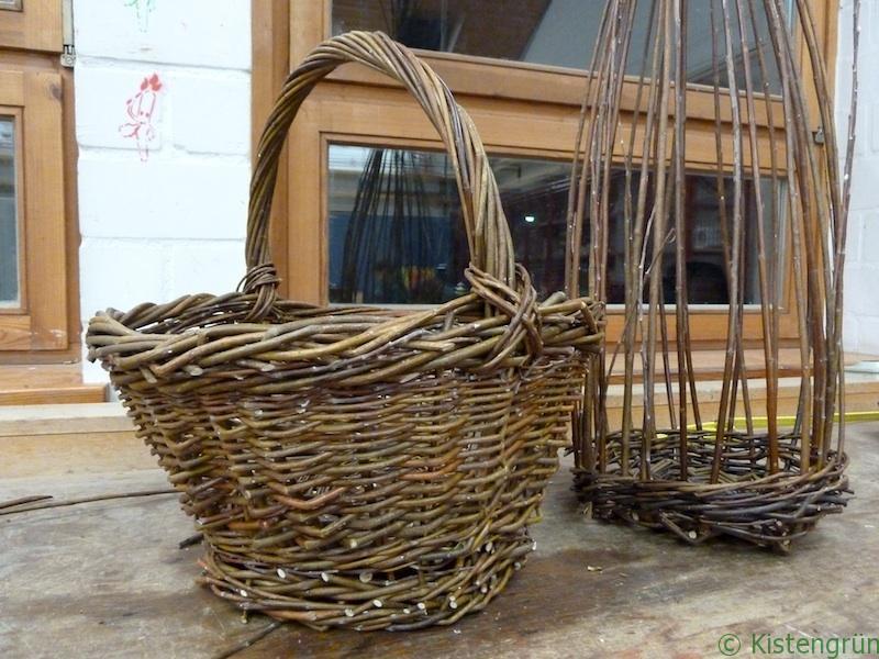 Weidenkorb und Rankhilfe aus Weiden geflochten