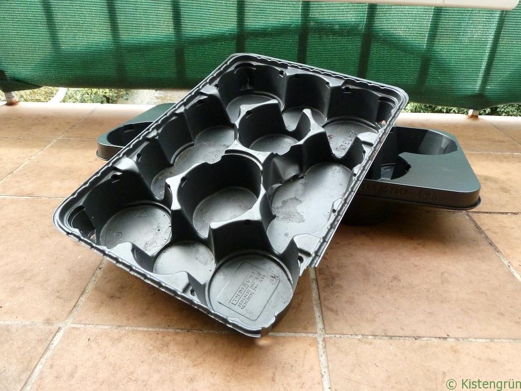 Schwarze Pflanzentrays aus Kunststoff