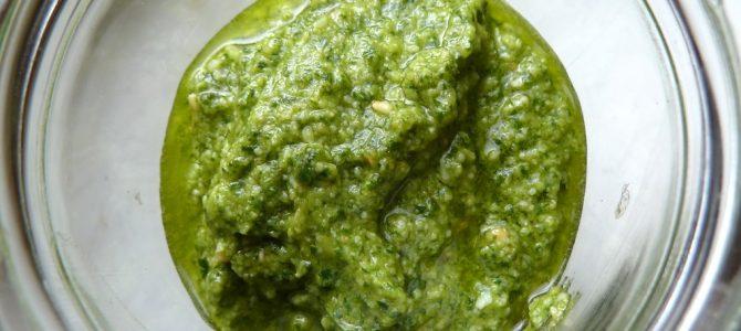 Grundrezept für frisches Basilikum-Pesto: Gib mir fünf!