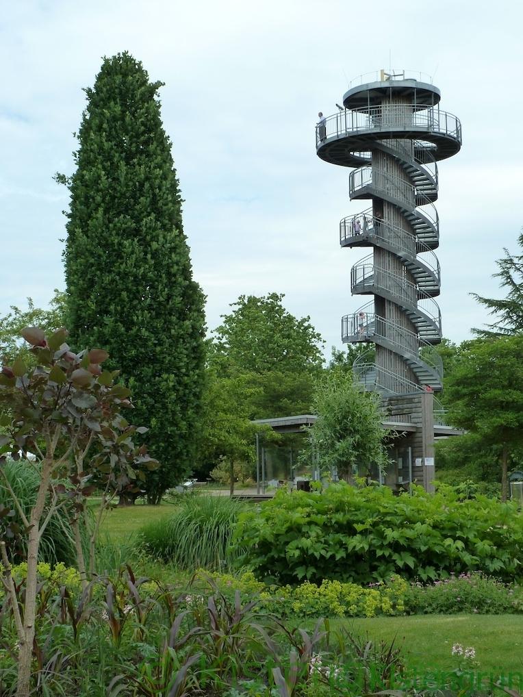 Turm im Park der Gärten