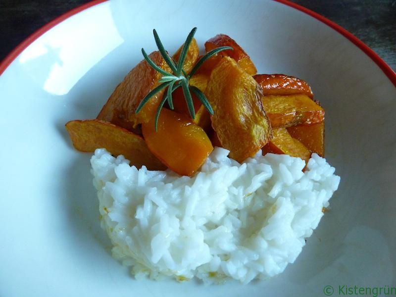 Kürbis aus dem Backofen mit Reis und Rosmarin