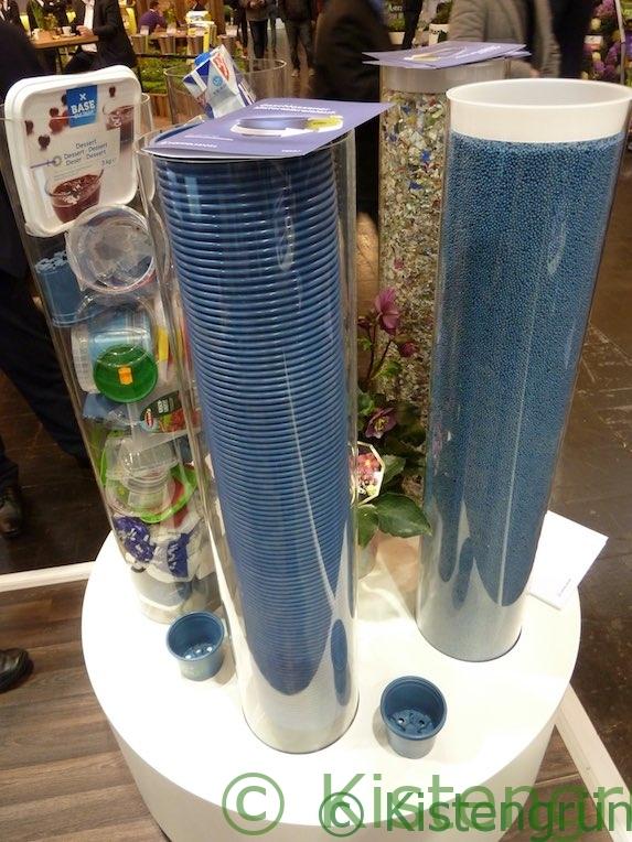 Kreislauf: aus altem Plastik wird neuer Kunststoff für Blumentöpfe